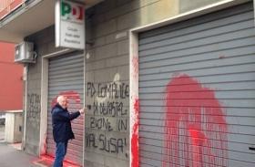 Atti vandalici contro il PD