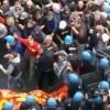 Mai più  scontri tra lavoratori e polizia. Abbassare i toni del conflitto e più impegno nell'affrontare i tavoli di crisi